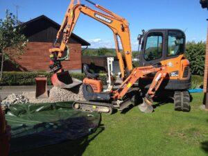Grävning med olika grävare för stora och små jobb
